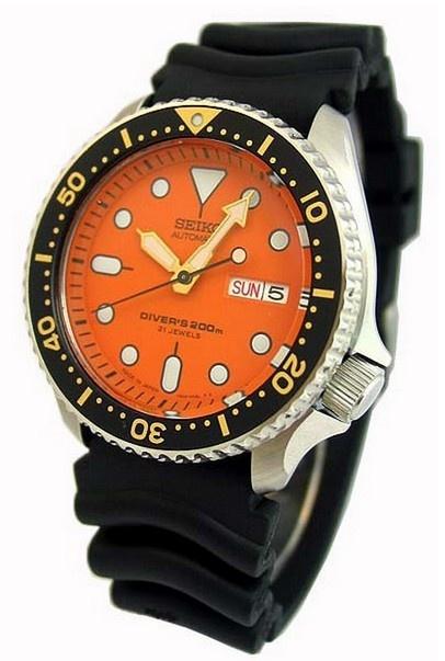 montre automatique Seiko Diver, modèle unique directement importée du Japon, bracelet caoutchouc et cadran orange.