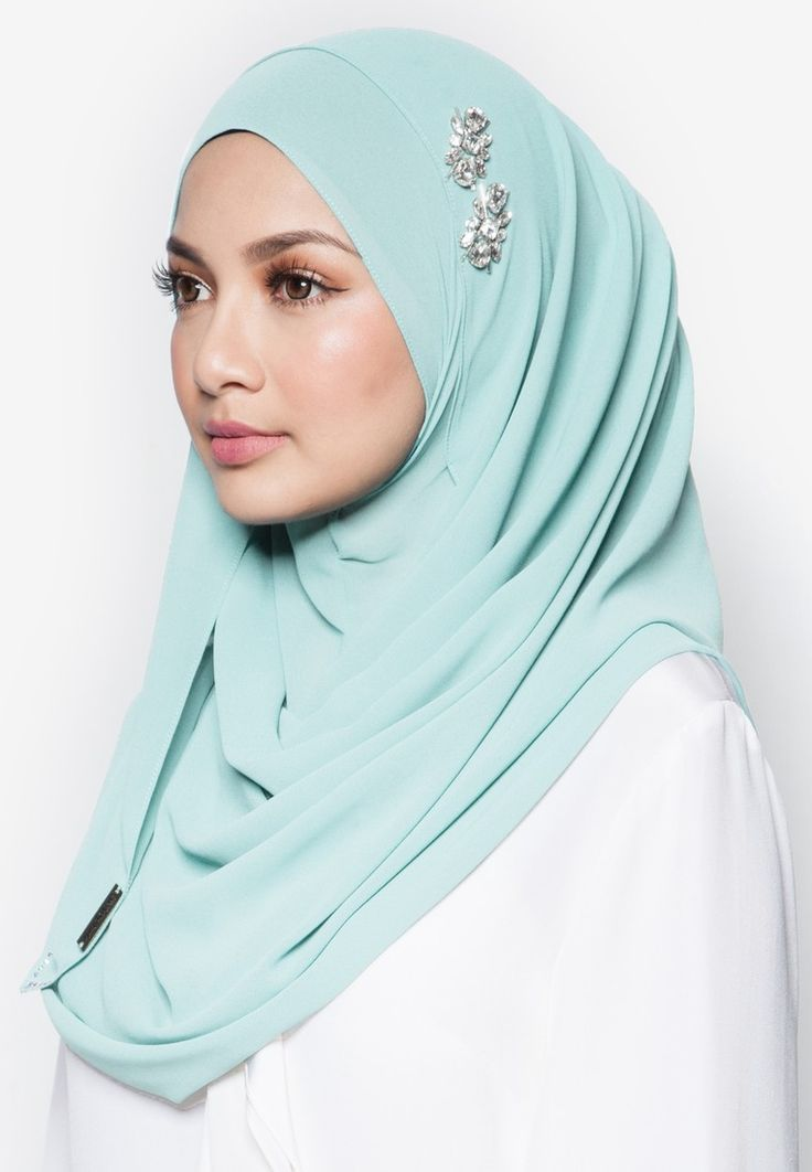 Magical Instant Shawl from Naelofar for ZALORA in green_2