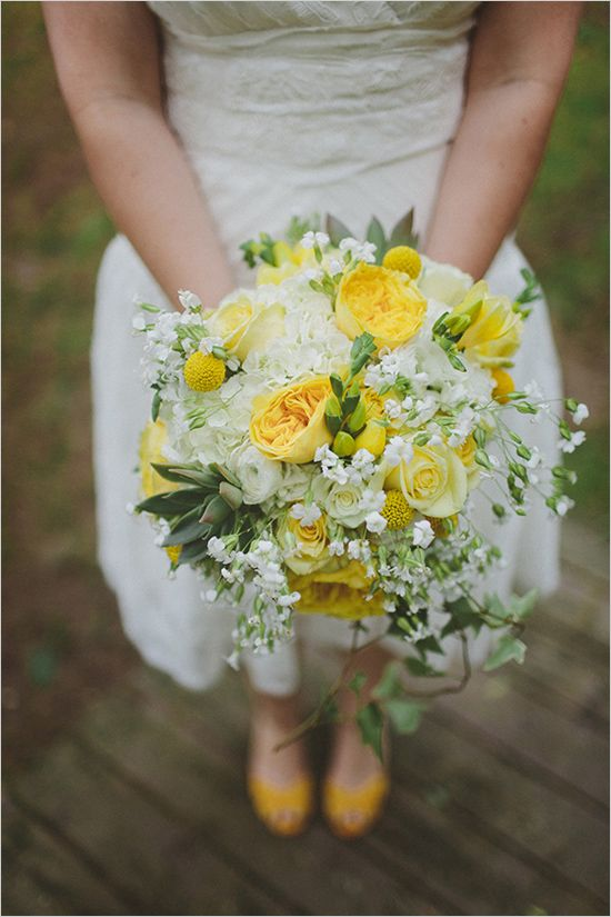 yellow and white bouquet #weddingbouquet #whiteandyellowbouquet #weddingchicks http://www.weddingchicks.com/2014/01/17/gray-and-yellow-wedding-2/