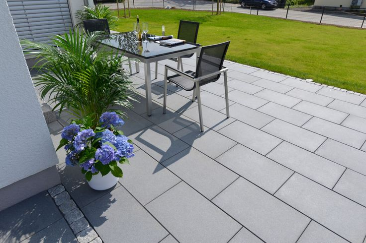 die besten 25 terrassenplatten grau ideen auf pinterest vorgarten gehweg auffahrt design und. Black Bedroom Furniture Sets. Home Design Ideas