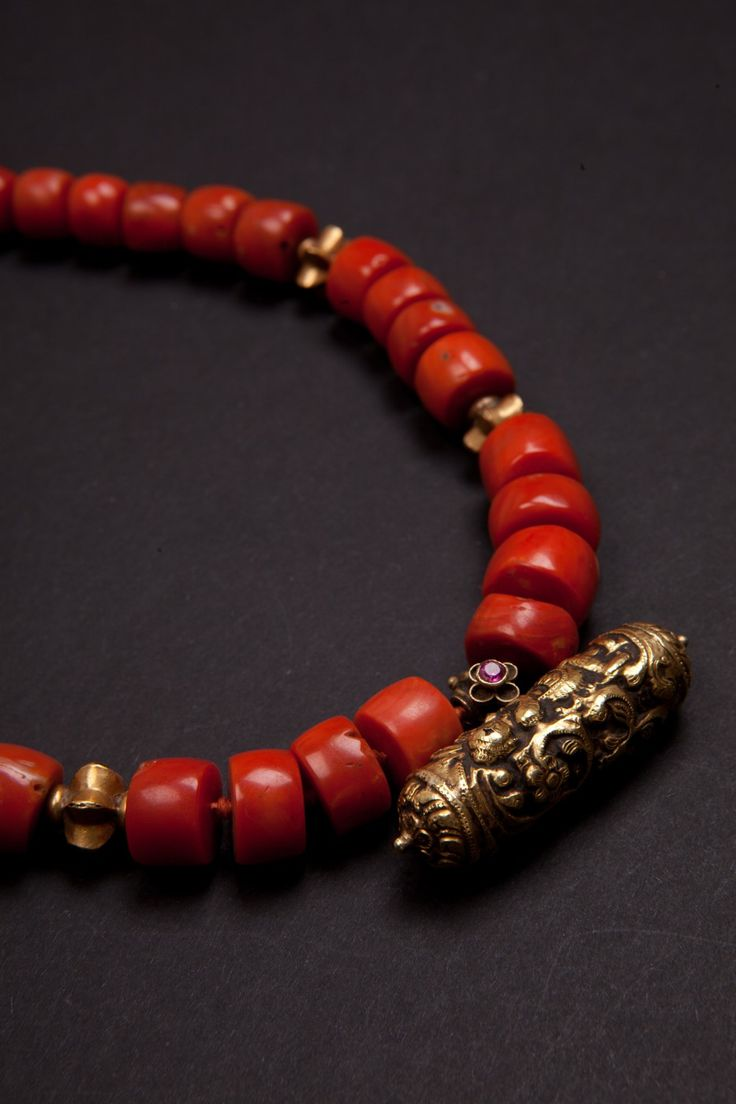 Indian Necklace second half 1800 made with antique beads in Mediterranean coral, beads and pendant amulet in gold.