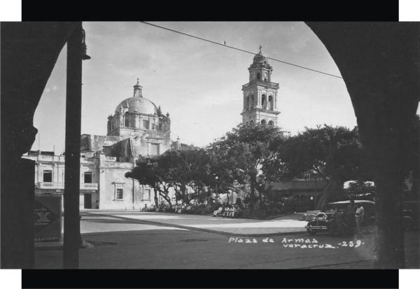 Plaza de la Constitución de 1857 en el puerto de Veracruz,  a finales de los años 20s.