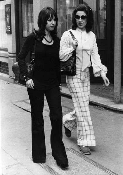 Moda anni 60: abiti e accessori - Moda anni 60, pantaloni a zampa d'elefante
