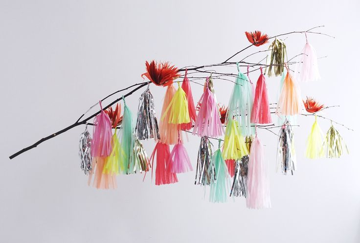 This colorful tassel branch from Confetti System is the perfect lux-look backdrop for the ultimate fastelavnsris. Just add a few black cats!