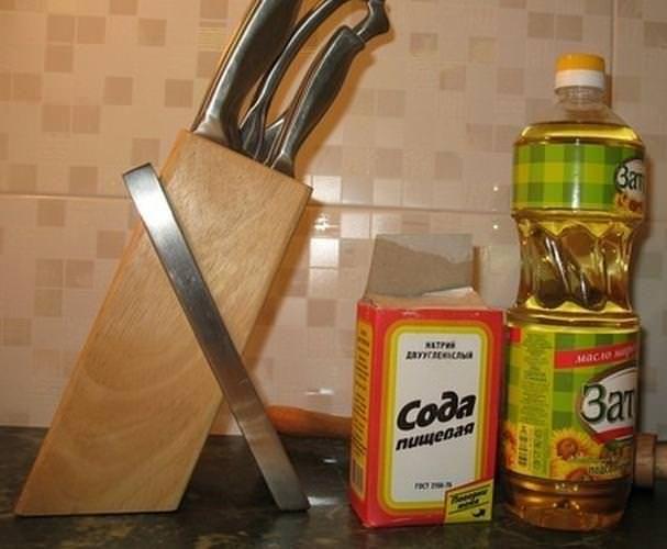 Смесь пищевой соды и растительного масла абсолютно безопасна для деревянной мебели