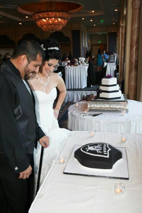 Oakland Raiders Wedding cake 4 the hubby