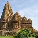 La diversidad de corrientes espirituales de la zona ejerce sobre la arquitectura hindú una influencia rica en detalles y significados.