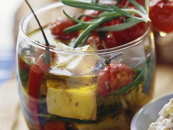 Marinierter Käse ist ein Rezept mit frischen Zutaten aus der Kategorie Brötchen. Probieren Sie dieses und weitere Rezepte von EAT SMARTER!