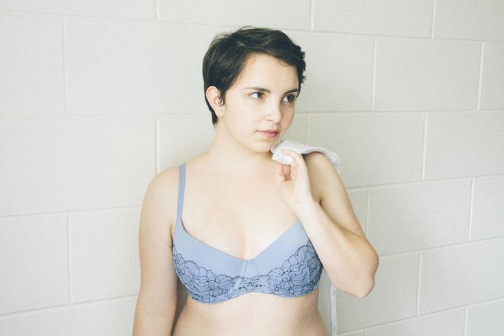 I'm wearing The Sensation Lace Contour Bra in a 14C, and might also have my eye on the dusty marshmallow version as a birthday present to myself (they're available at Farmers).