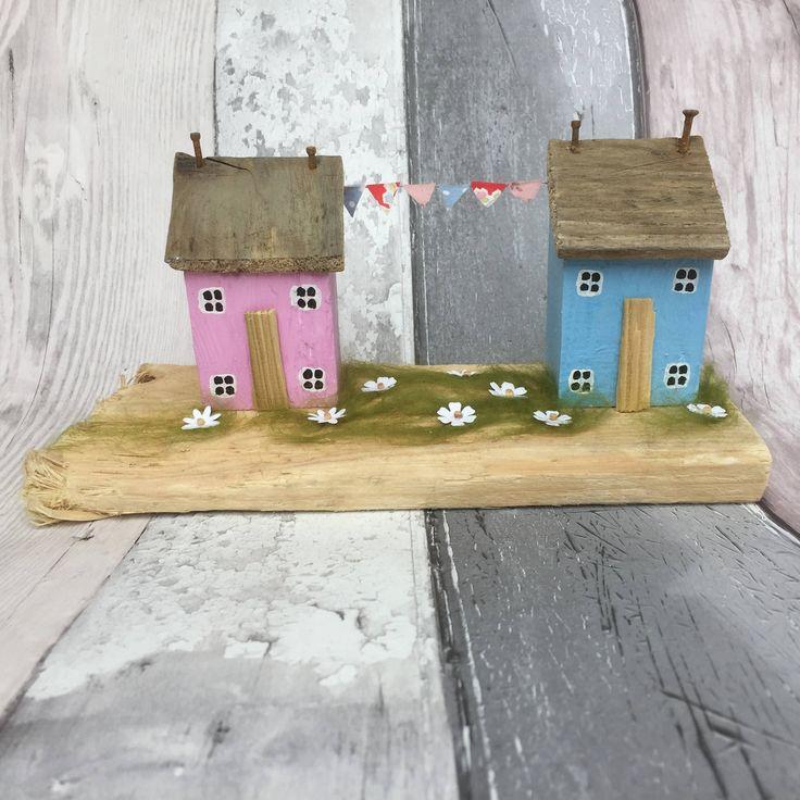 Drijfhout strand decor, houten huis, drijfhout cottages, houten kunst, op de tij drijfhout sculptuur, geschenken strand, houten huis, drijfhout kunst door OntheTide op Etsy https://www.etsy.com/nl/listing/518612681/drijfhout-strand-decor-houten-huis