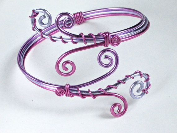Adjustable bracelet or armband in wire wrapped aluminium pink, lavender and purple (Wire wrapping aluminum)