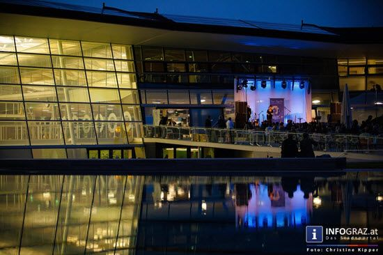 Bilder: In Concert with Leo Kysèla & Friends am 18. Juni 2014 beim AUSTER OPEN AIR.   #Bilder, In #Concert with #Leo #Kysèla & #Friends, #AUSTER #OPEN #AIR, #Louis #Kiefer, #Jasmin #Holzmann, #Sascha #Pätzold, #Joerg #Veselka, #Giorgio #Hammer, #Freibad, #Bühne, #Showtime, #lauer #Sommerabend, #Blues, #Soul, #weiße #Bluesstimme, #Songs, #Hingabe, #Selbstvergessenheit, #vocals, #guitars, #bass #guitar, #blues #harp, #ac.guitar, #trombone, #percussion, #viola, #string percussion, #mandolin