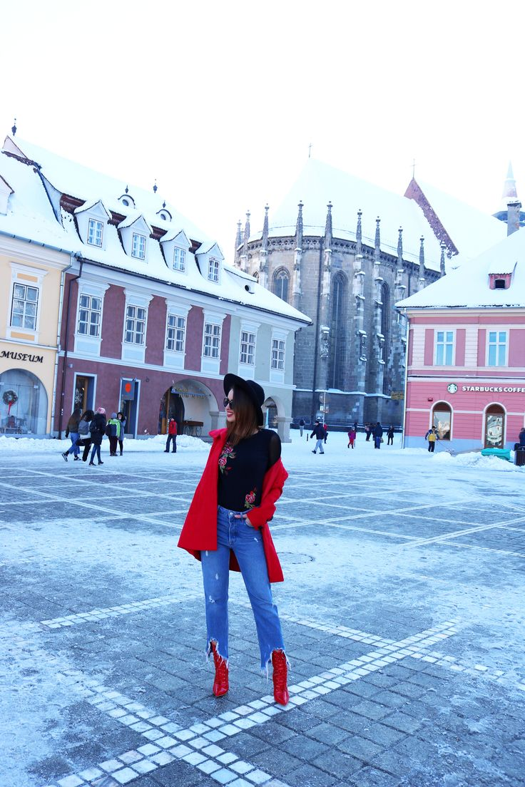 #brasov #trip #romania #travel #fashion #fblogger #blogger #blog #style #ootd #outfit #lifestyle #heels #boots #coat #red #redcoat #redboots #architecture #link #streetstyle #prettylittlething #stradivarius
