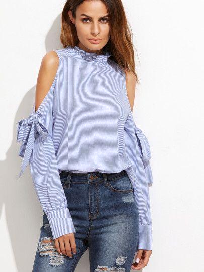 Blusa a rayas con hombros al aire y lazo en manga - azul