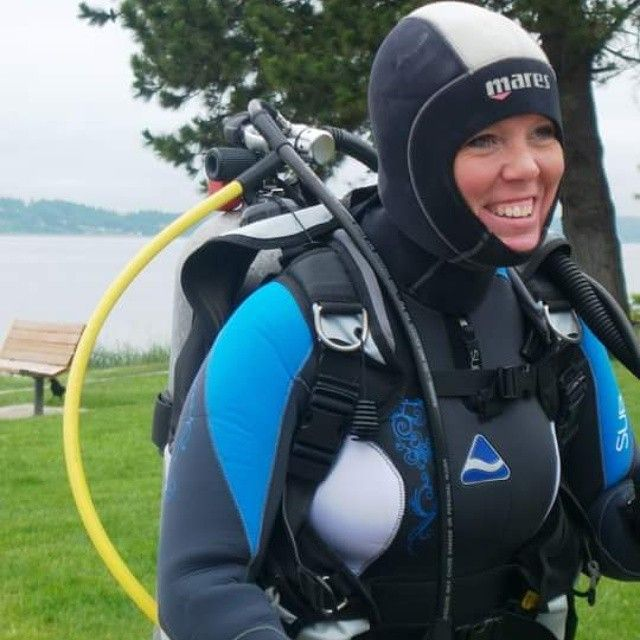The #girl is ready for the #dive! #ScubaDiving Photo credits: @girldiver_scuba