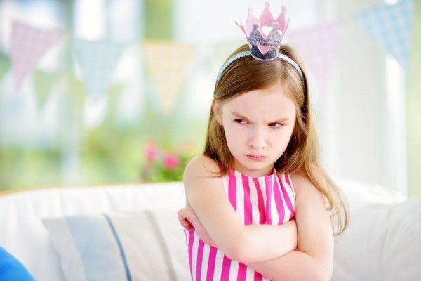 """""""Uma criança mimada é uma criança que tem baixa tolerância à frustração. Não sabe ouvir um não e não consegue se comportar bem socialmente"""", diz psicóloga. Foto: Bigstock"""