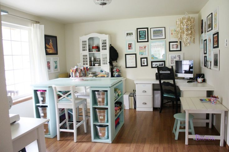 Beautiful craft room.  Love the desk and separate working areas: Rooms Tours, Crafts Spaces, Rooms Ideas, Crafts Tables, Craftroom, Sewing Rooms, Sewing Crafts Rooms, The Crafts, Craft Rooms