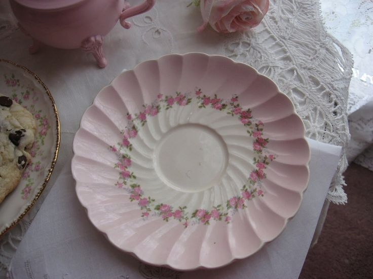 tea cups and serving sets: Tables Sets, Post, Teas Cups, Servings Sets, Afternoon Teas, Strawberry Shortcake, Pretty China, Tea Cups, Strawberries Shortcake