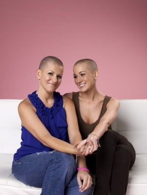 Kellie Pickler shaved her head for a friend diagnosed with breast cancer. I LOVE this girl!!