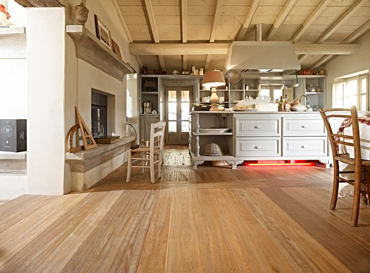 Solas wooden floor! #wood #floor #solas #passaasolas #petrolfree #naturalpaints #natural #naturalproducts #naturalwood #naturalfloor
