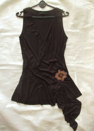 Vero Moda - długa czarna tunika z ozdobą-38/40 Kup mój przedmiot na #vintedpl http://www.vinted.pl/damska-odziez/tuniki/11155118-dluga-czarna-tunika-z-ozdoba-3840