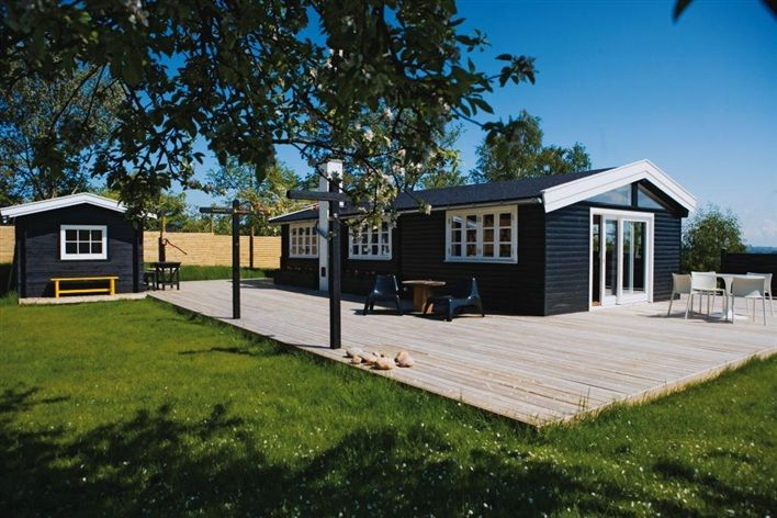 Swedish Summer House - great contrasting exterior colours