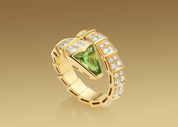 BVLGARI Serpenti ring in 18 kt yellow gold with peridot head and full pav  diamonds at