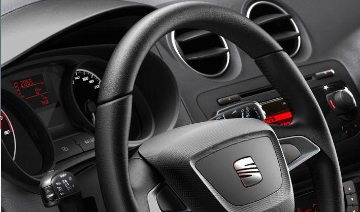 Volant cuir Ajoute une note sport au poste de conduite de votre voiture