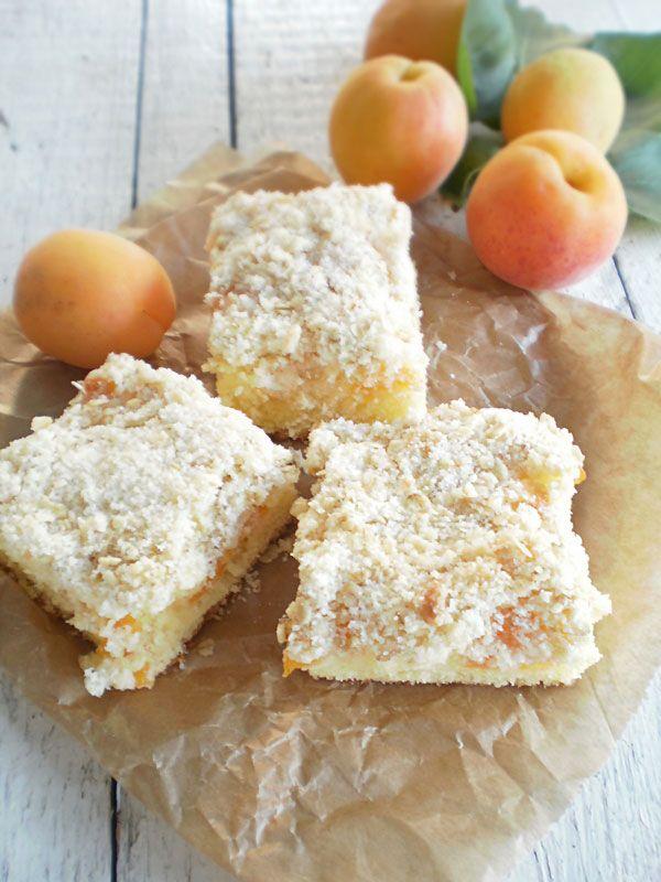 Prajitura pufoasa cu caise   Retete Culinare - Bucataresele Vesele