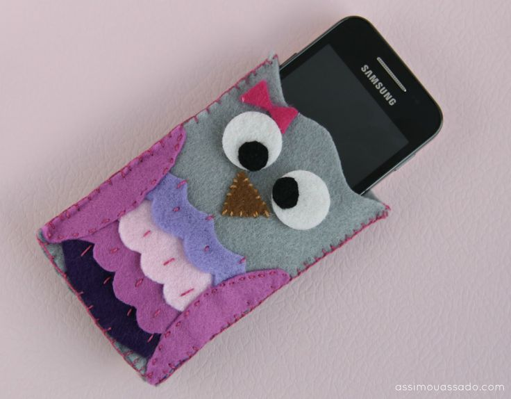 Felt owl phone case. Could make  bigger for a iPad, kindle or nook too!