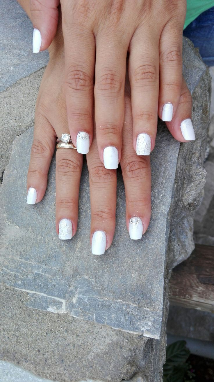 white#bridal_manicure