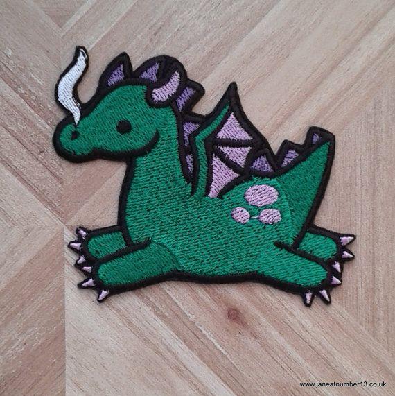 hierro en remiendo, dragón verde lindo hierro-en remiendo, parches para jeans, parches para mochilas, fantasía, parche de criatura mítica.