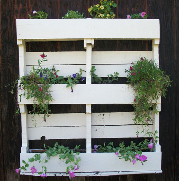 17 best images about pallet planters on pinterest for Flower beds out of pallets