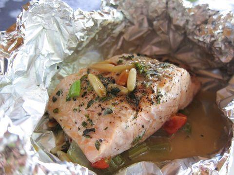 Een heerlijk no nonsens recept met zalm voor op de BBQ. Kan uiteraard ook in de oven gemaakt worden.