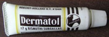 Dermatol - wondpoeder met ontsmettende werking - knijptube gemaakt van zacht plastic - inhoud circa 7 gram Bismuthi Subgallas - geel gekleurde poeder - Hoechst Holland Amsterdam