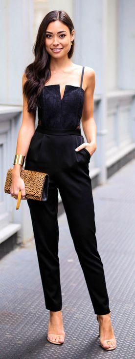 body negro pantalón negro zapatos neutros