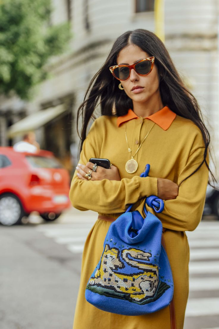 september 23, 2016 tags milan, sunglasses, blue, loewe, gilda ambrosio, yellow, gucci, women, grey, prints, cellphones, belted, dresses, bags, necklaces, belts, rings, graphics, 1 person, embroidery, ss17 women's