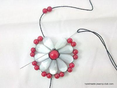 Beading Project: Beaded Flower Earrings ✿⊱╮Teresa Restegui http://www.pinterest.com/teretegui/✿⊱╮