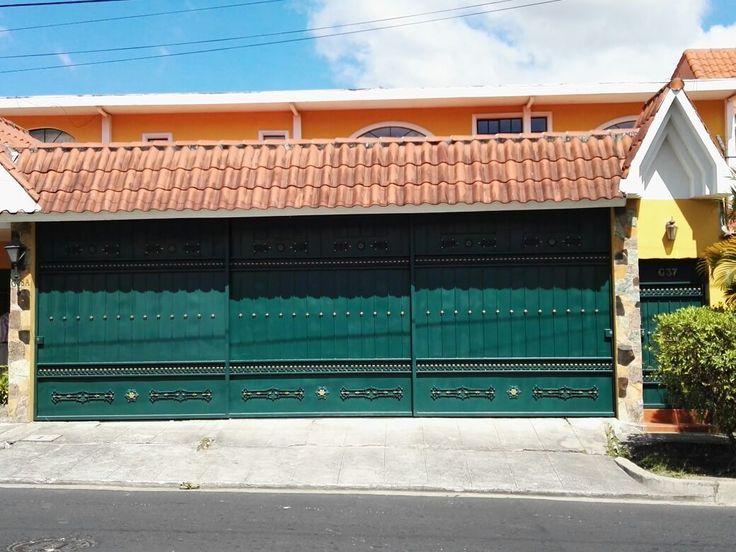 En alquiler bonita casa con amplio jardín en Calle Conchagua Cumbres de Cuscatlan. Precio de alquiler $1400 mensuales
