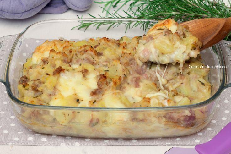 Il Pasticcio di Patate e Salsiccia è un piatto fantastico, facilissimo da preparare, cremoso e filante, goloso e irresistibile, ottima ricetta svuota frigo!