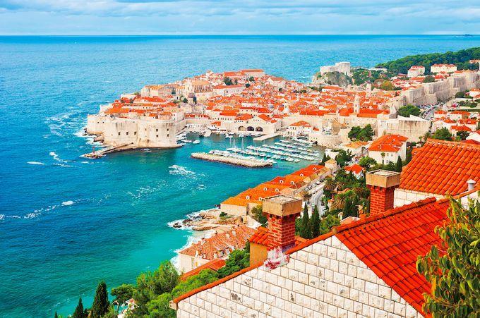 クロアチアを代表する「アドリア海の真珠」の町並みは、ツアーでも定番の観光スポットです。