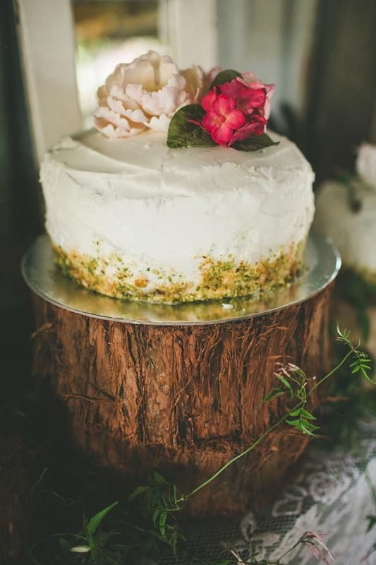 The gorgeous cake! #ivyandmoss #simple #elegance #flowers #cake #weddingcake #treetrunk #countrystyle #eventstyling #wedding