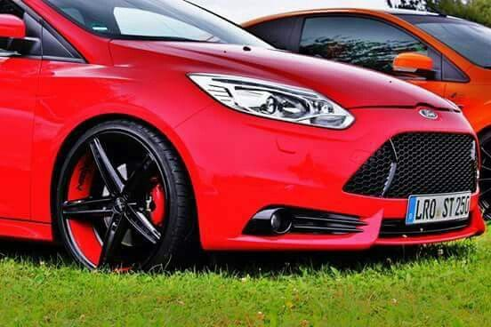 red ford focus st mk3 black and red rims ford focusst tuning pinterest ford focus black and red