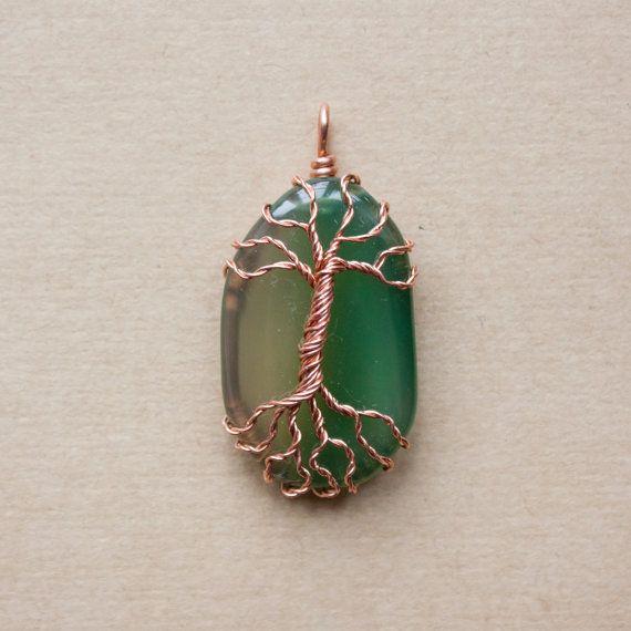 Pendentif arbre sur pierre semi-précieuse agate verte par oPetitePlumeo sur Etsy 25$ #wirewrap #handmade #beautiful #montreal #jewelry #pendant #stone #precious #necklace #tree #treeoflife #petiteplume #opetiteplumeo #boho #gypsie #bohemian #agate