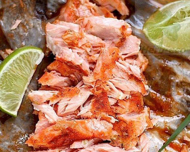 Запеченный лосось Шрирача Чили Шрирача Чили применяют в качестве соуса для обмакивания, а также как маринад или как составляющую часть маринада. Во вьетнамской кухне его подают к Фо, спринг-роллам, жареной лапше, тофу, а в японской кухне соус Шрирача добавляют к соусу и маринаду Терияки (для «огонька»).