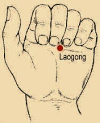 """Desde el taoísmo, y concretamente en chi kung, se nos dice que existe un punto en el centro de cada una de nuestras manos denominado Lao Gong (pronunciado Lao Kung), que se traduciría como """"Palacio del Trabajo"""". La palma de la mano es el hogar de uno de los más poderosos puntos de acupuntura.  Los centros o puntos Lao Gong se utilizan en la curación Qi Gong (Chi Kung) como centros de emisión de Chi hacia otras personas, atribuyéndoles un alto poder de sananción.      Este punto se encuentra…"""