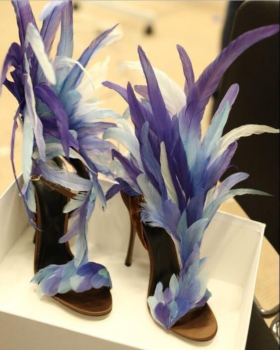 Gradient Blue Color Feather T-Strap