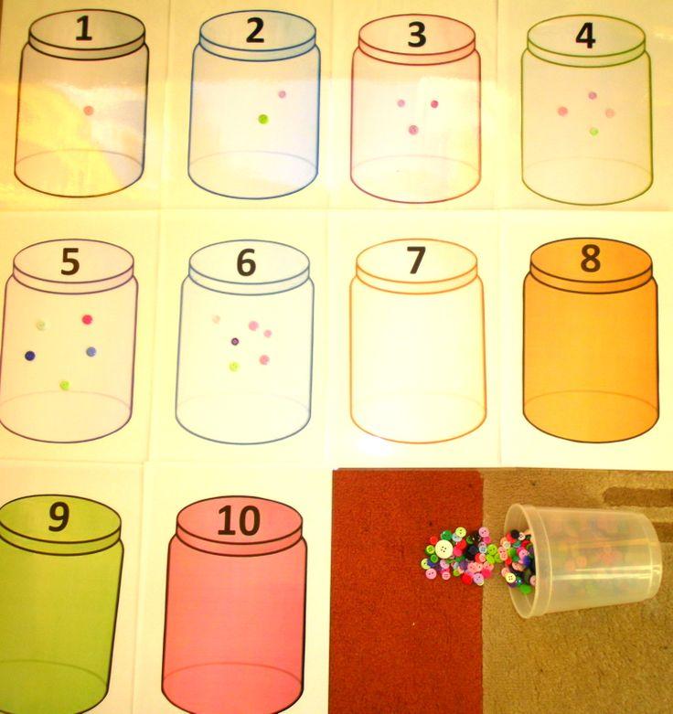 Pillen in de potjes tellen (hier met knopen)