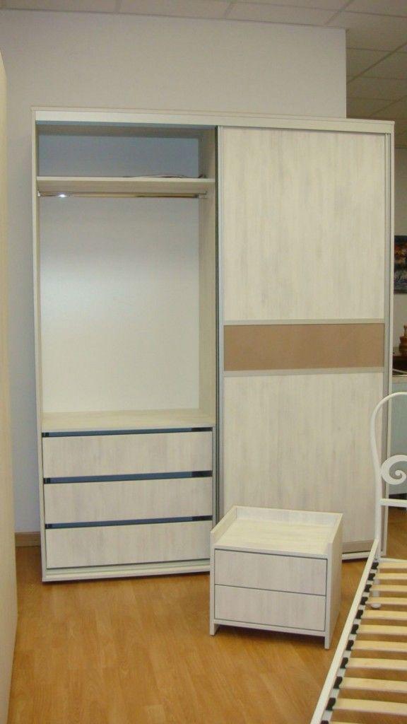 Dormitor Modern dotat cu Dressing ce este dispus cu usi culisante cu bara inox si sertare compartimentate la comanda