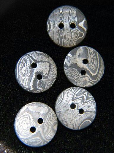 Damascus/pattern welded steel buttons